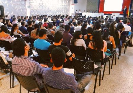 Auditorio lleno y expectante por el Primer Congreso de Ingeniería Financiera